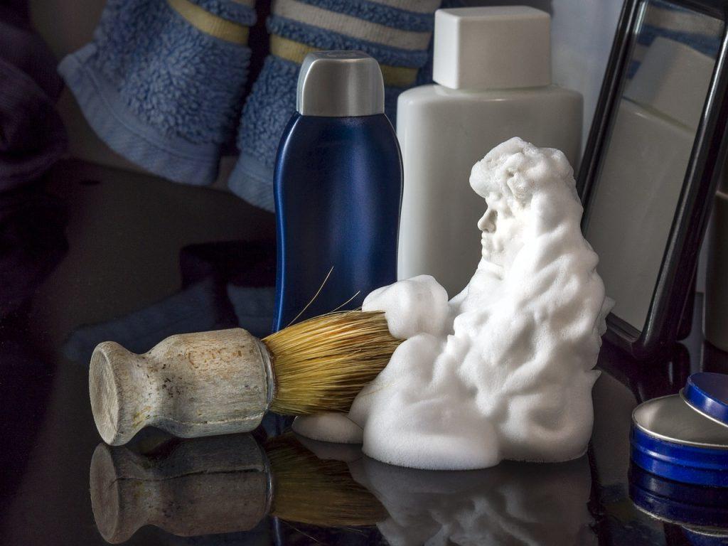 συμβουλές καθαρισμού με αφρό ξυρίσματος