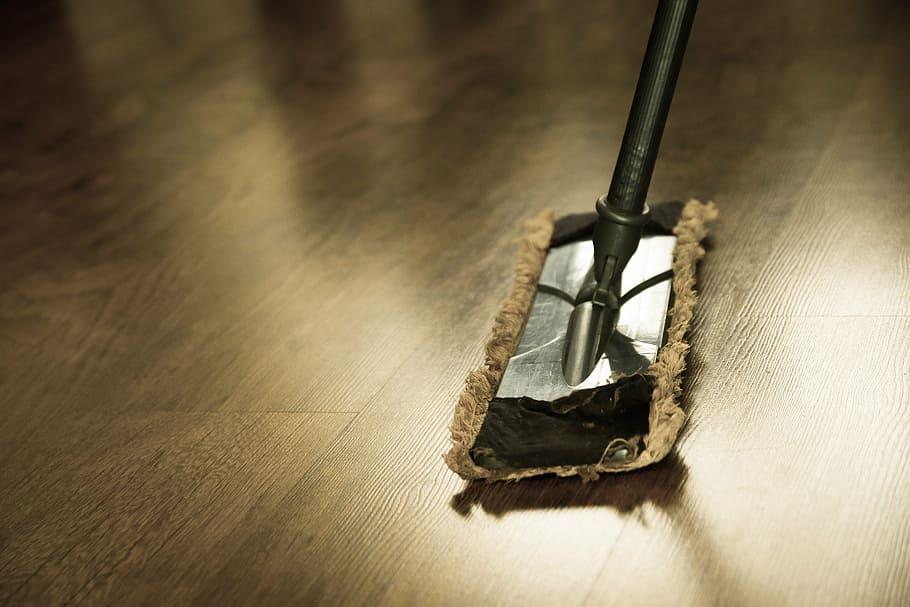 Εσωτερικός καθαρισμός δαπέδου σπιτιού