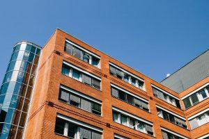 Καθαρισμός δημοσίων κτιρίων και τραπεζών